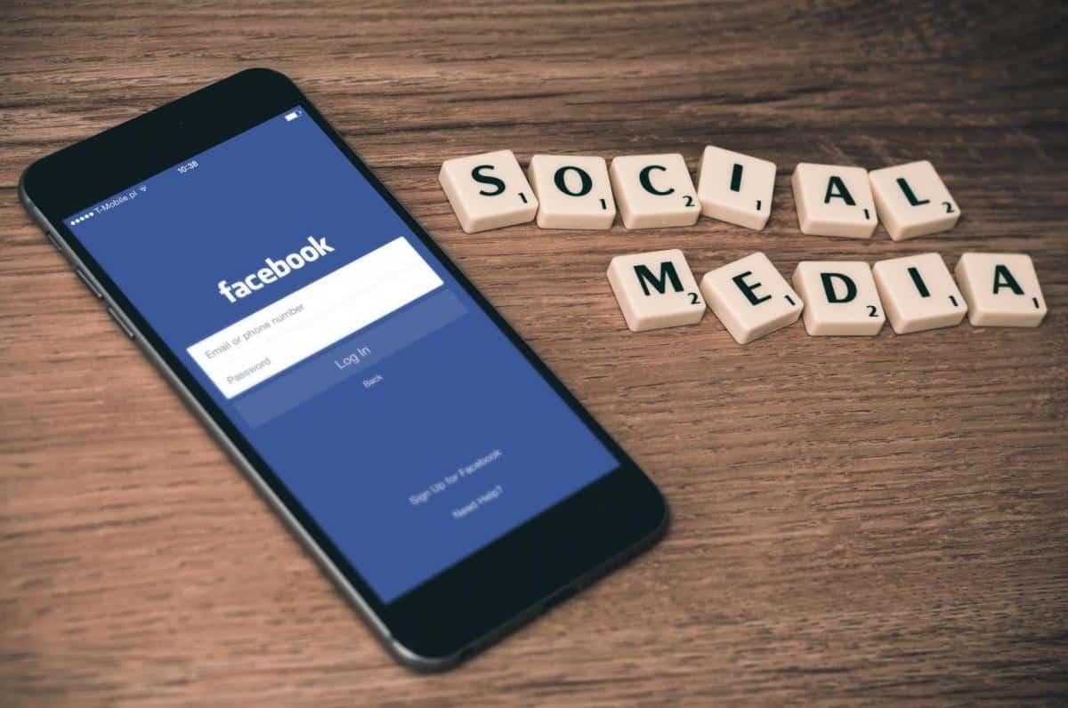 Des médias sociaux - Médias