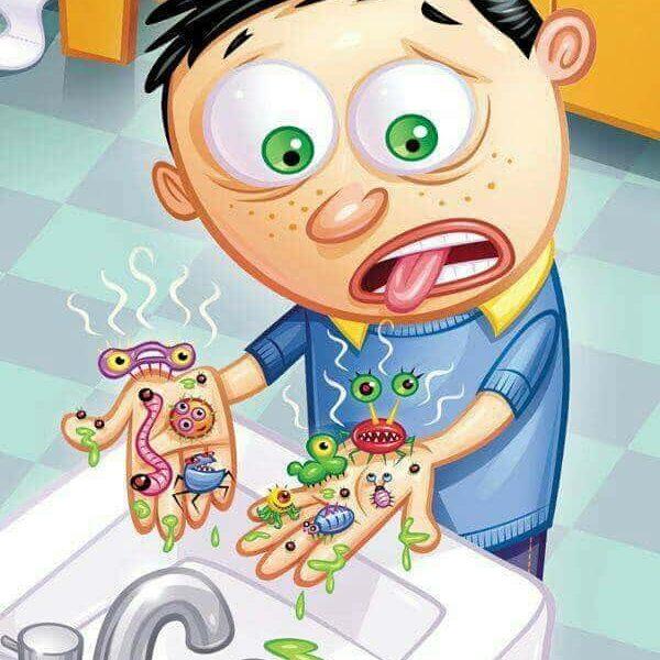 les microbes sur les mains des enfants..